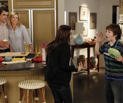 Watch Modern Family Season 5 Episode 9