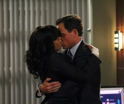 Watch Scandal Season 2 Episode 13