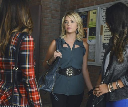 Watch Pretty Little Liars Season 3 Episode 19