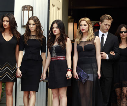Watch Pretty Little Liars Season 4 Episode 1