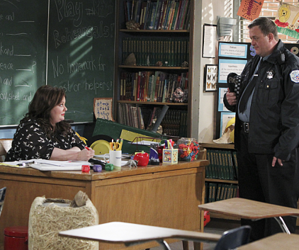 Watch Mike & Molly Season 3 Episode 22