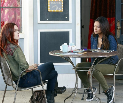 Watch Pretty Little Liars Season 4 Episode 8