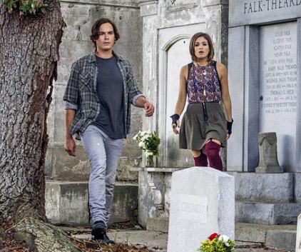 Watch Ravenswood Season 1 Episode 1