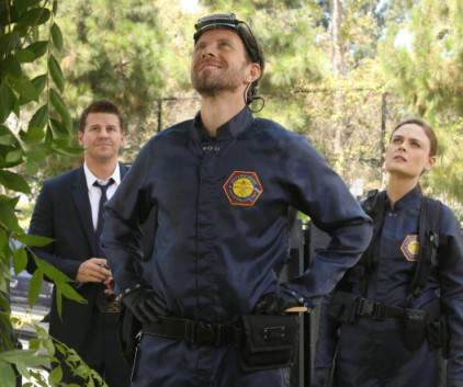 Watch Bones Season 9 Episode 2