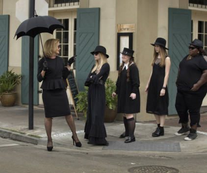 Watch American Horror Story Season 3 Episode 1