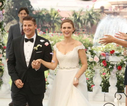 Watch Bones Season 9 Episode 6