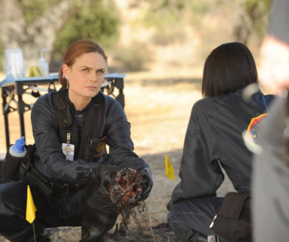 Watch Bones Season 9 Episode 11