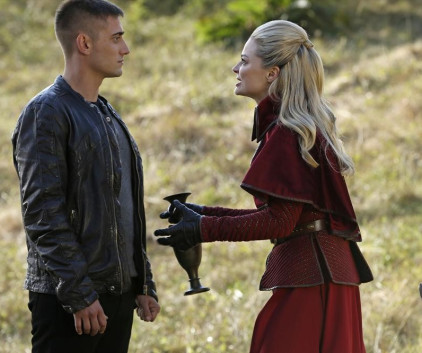 Watch Once Upon a Time in Wonderland Season 1 Episode 8