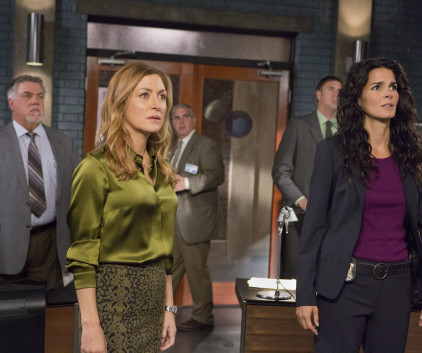 Watch Rizzoli & Isles Season 4 Episode 13