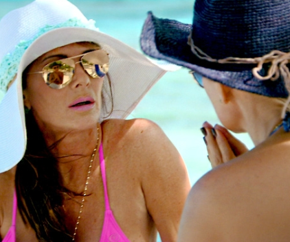 Watch The Real Housewives of Beverly Hills Season 4 Episode 18
