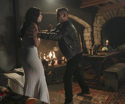 Watch Once Upon a Time in Wonderland Season 1 Episode 9