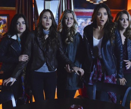 Watch Pretty Little Liars Season 4 Episode 24