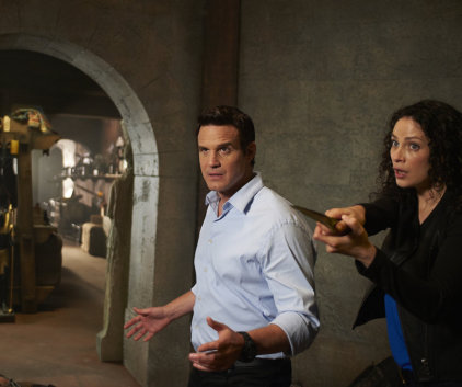 Watch Warehouse 13 Season 5 Episode 1
