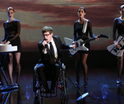 Watch Glee Season 5 Episode 16