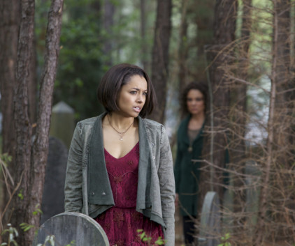 Watch The Vampire Diaries Season 5 Episode 22