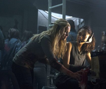Watch The 100 Season 1 Episode 7