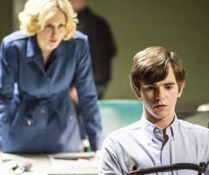 Watch Bates Motel Season 2 Episode 10
