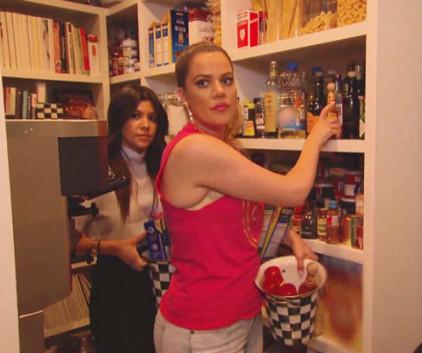 Keeping up with the kardashians season 9 episode 18 tv for Living with the kardashians full episodes