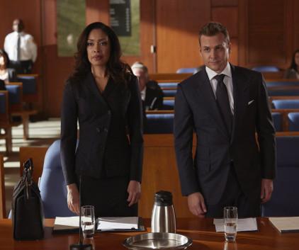 Watch Suits Season 4 Episode 10