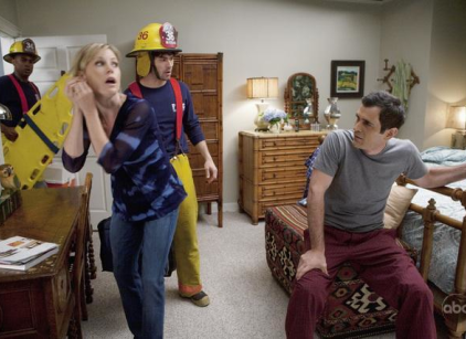 Watch Modern Family Season 1 Episode 11 Online