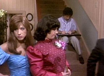 Watch Friends Season 2 Episode 14 Online