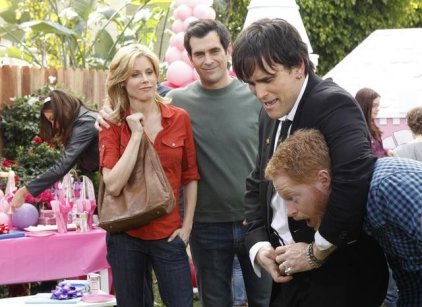 Watch Modern Family Season 2 Episode 15 Online