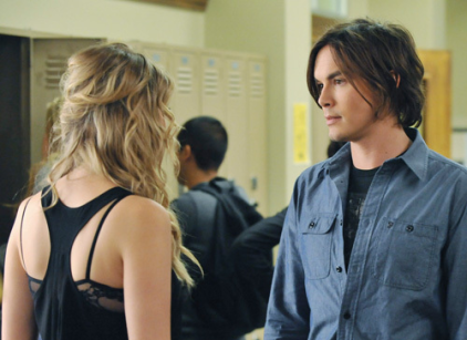 Watch Pretty Little Liars Season 2 Episode 20 Online