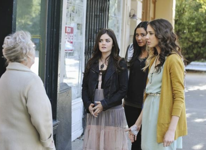 Watch Pretty Little Liars Season 2 Episode 24 Online