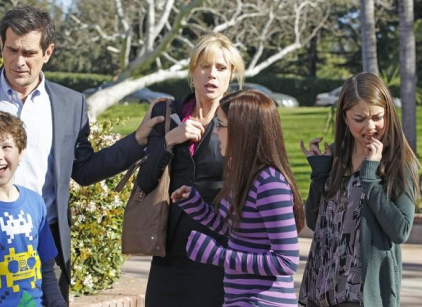Watch Modern Family Season 3 Episode 19 Online