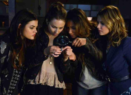 Watch Pretty Little Liars Season 4 Episode 17 Online