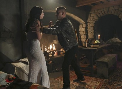 Watch Once Upon a Time in Wonderland Season 1 Episode 9 Online