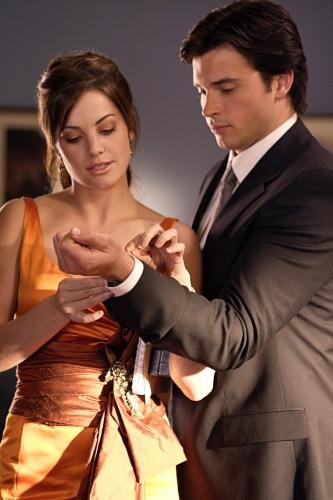 Lois Helping Clark