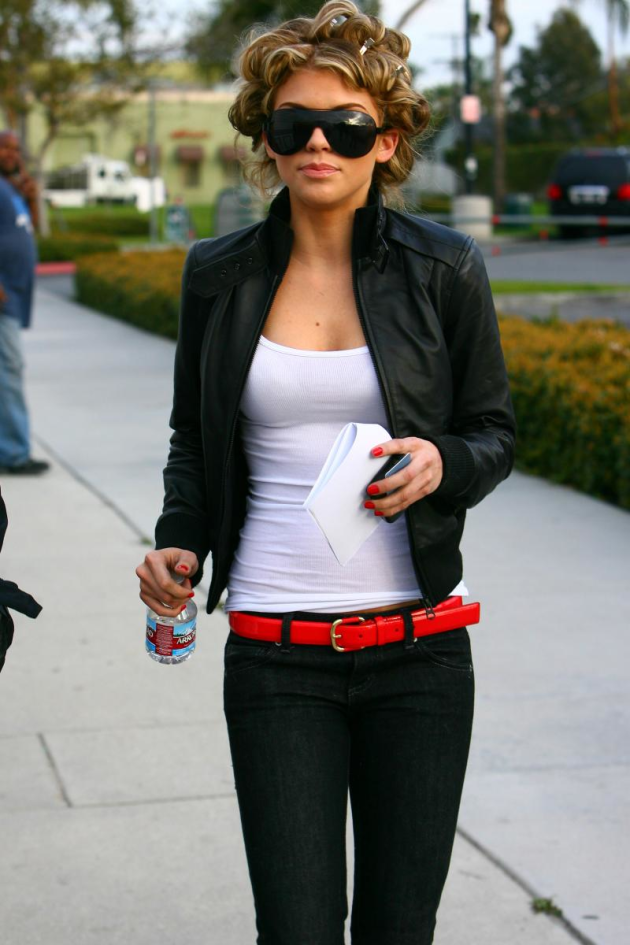 AnnaLynne McCord on Set