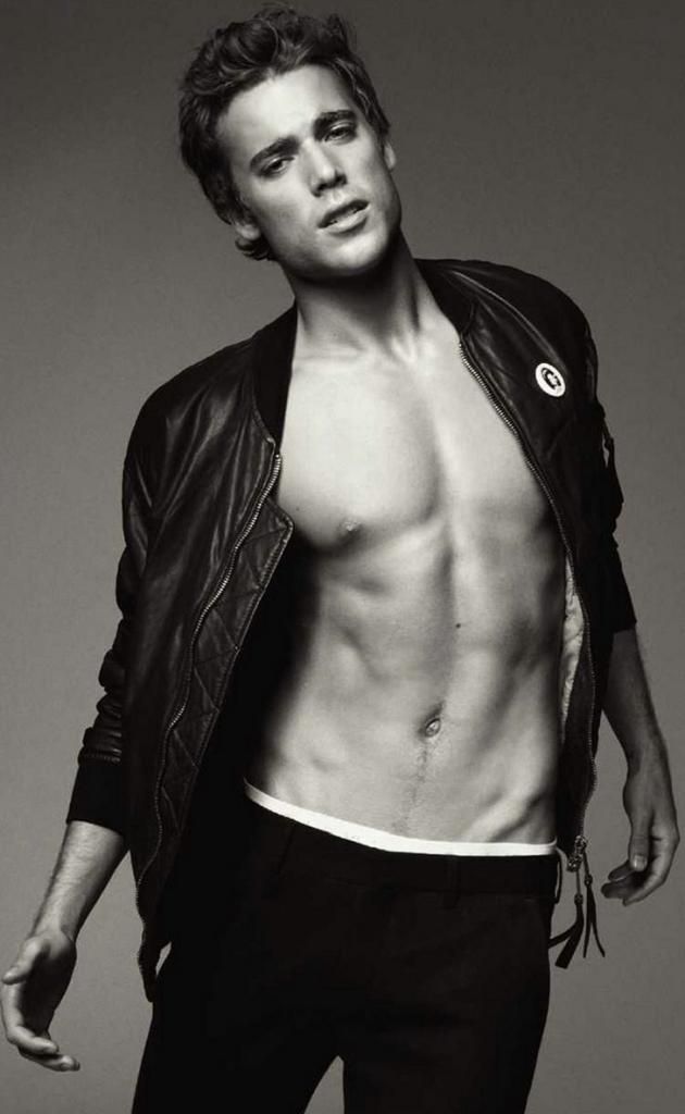 Dustin Milligan Shirtless