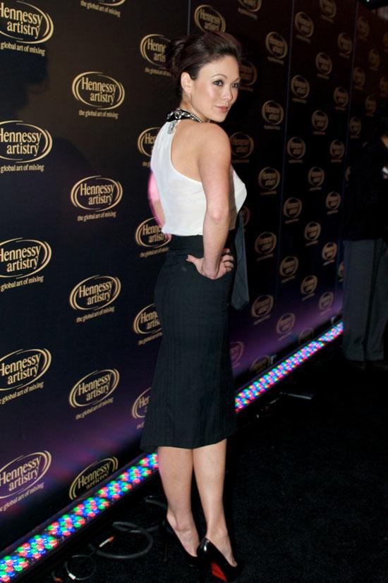 Lindsay Price Shows Her Backside