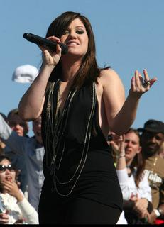 Kelly Clarkson at Daytona 500