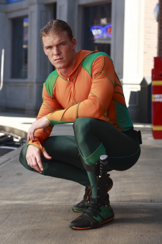 Alan Ritchson to Swim Back to Smallville as Aquaman - TV ...