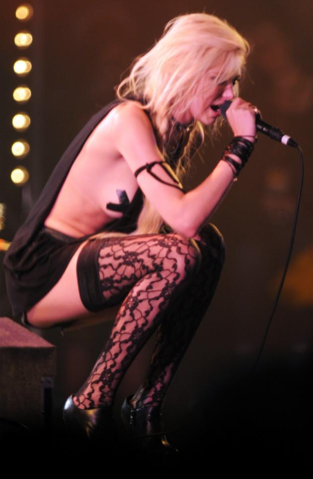 Taylor Momsen Singing Live