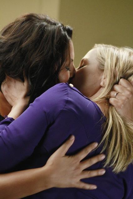 Arizona and Callie Kiss