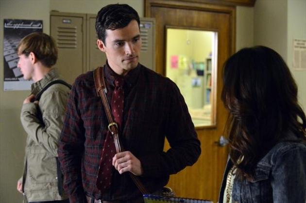 Ezra, Close Up