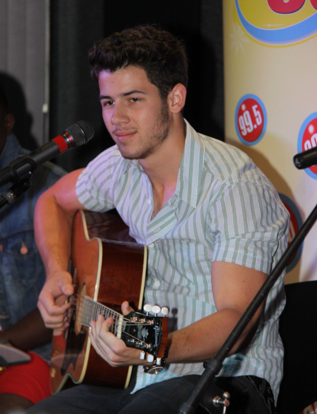 nick jonas to guest star on hawaii five-0