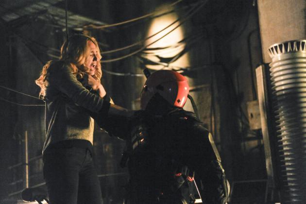 Sara in Deathstroke's Grasp