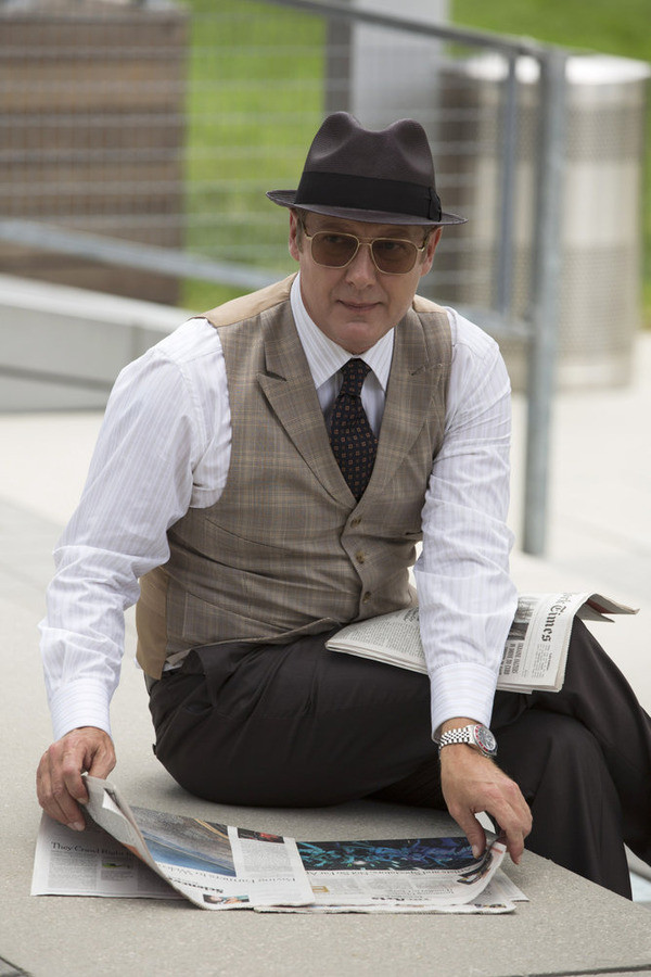 Red Reads the Newspaper - The Blacklist Season 2 Episode 1