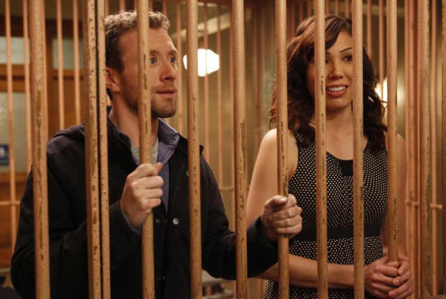 Hodgins-and-angela-in-jail