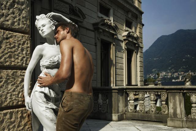 Statue like