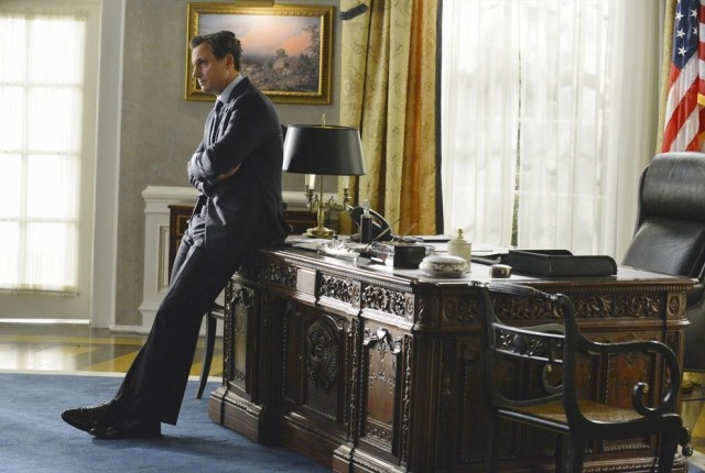 Alone-in-the-oval-office