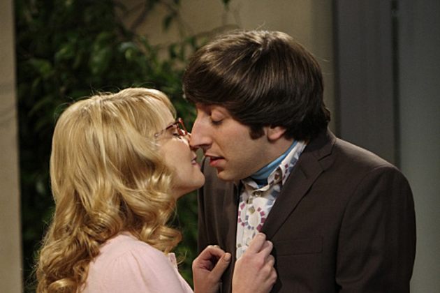 Wolowitz-and-bernadette-kiss