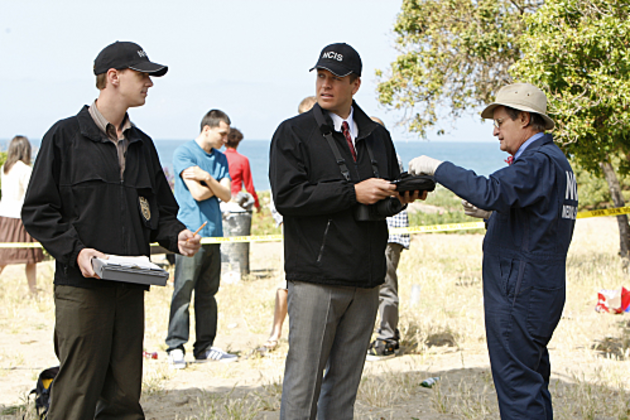 Ncis-team-at-the-crime-scene