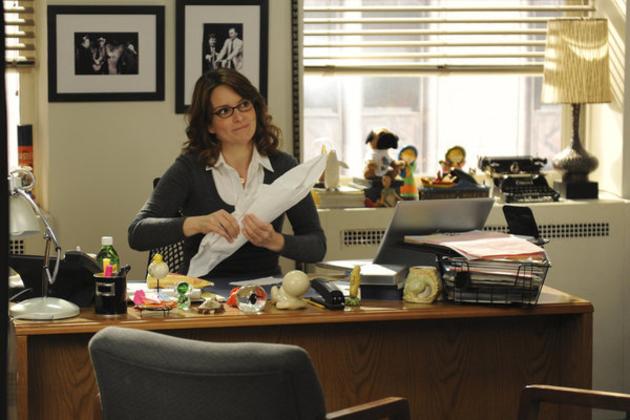 Liz-lemon-at-her-desk