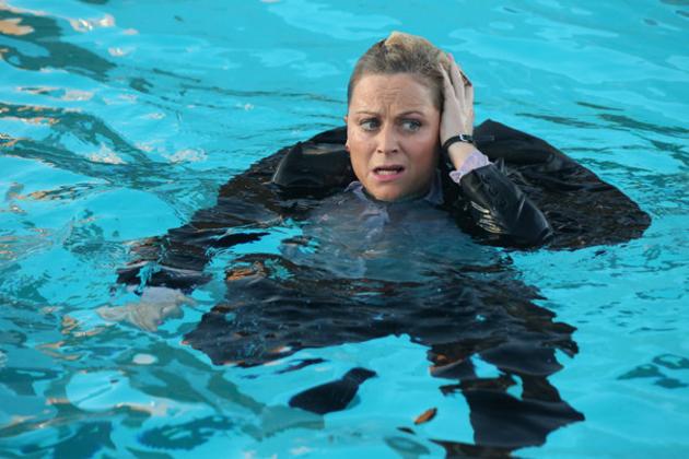 Leslie-takes-a-dip